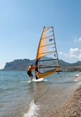 Windsurfer starting sailing on the waves — Foto Stock
