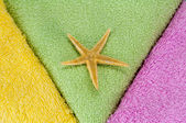 Towels and sea star — Stock Photo