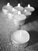 Zaletą jedną świeczkę — Zdjęcie stockowe