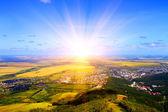 Zonsopgang. uitzicht op de bergen — Stockfoto