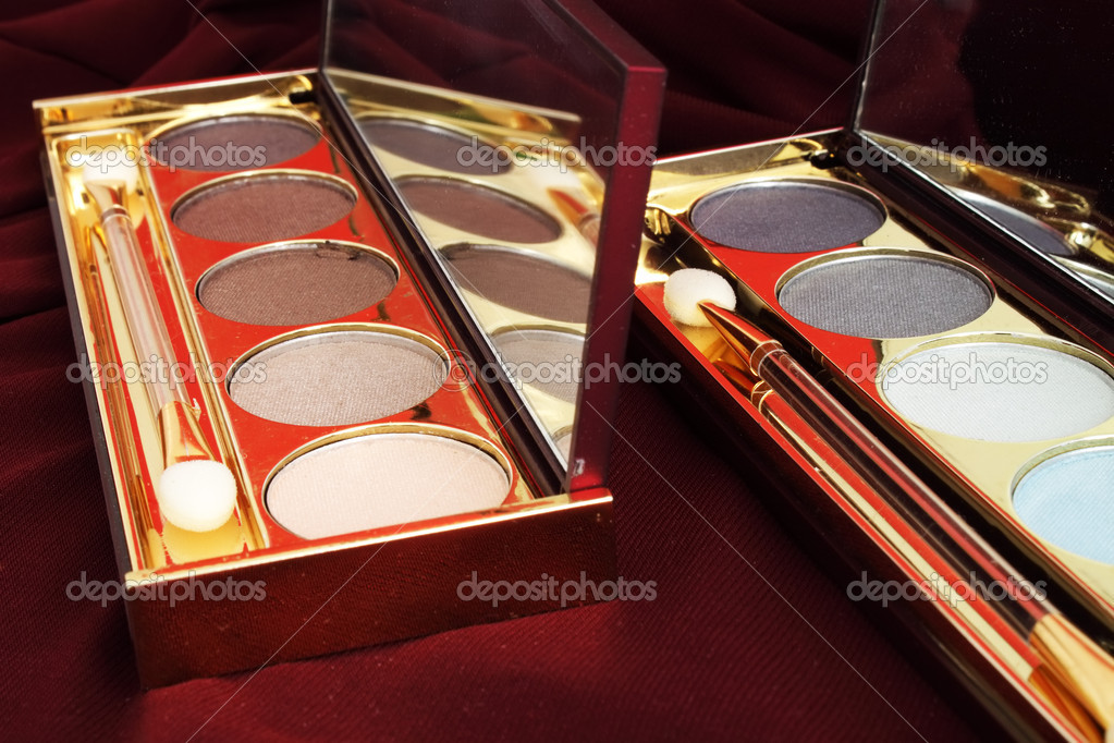 Eye shadows on a red background — Stock Photo #1891844
