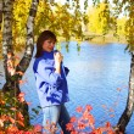 chica cerca del lago — Foto de Stock