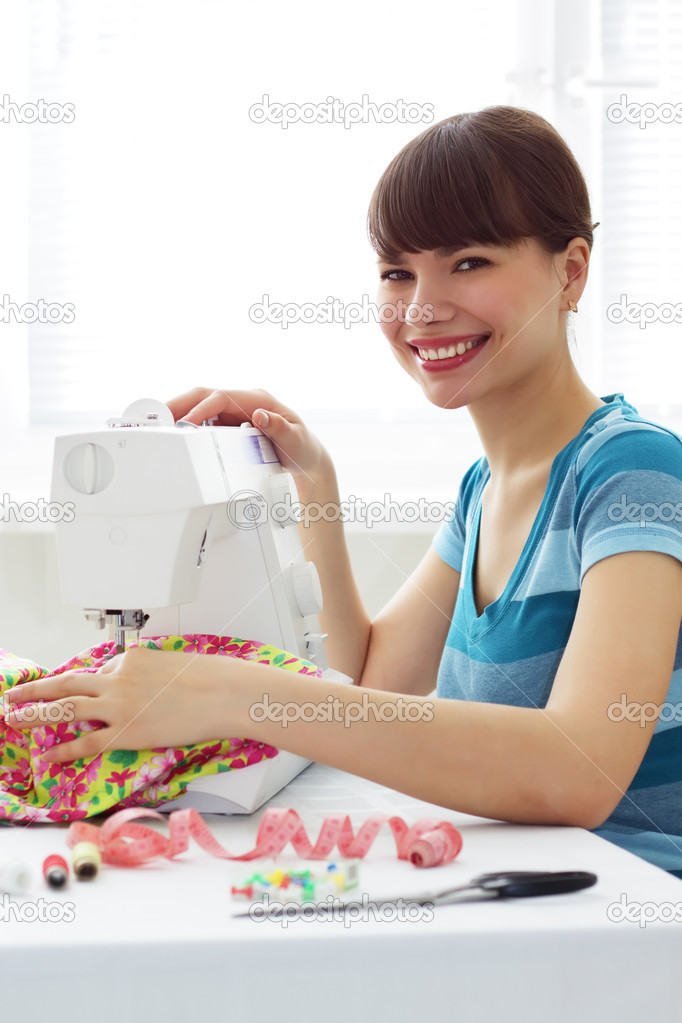Girl and a sewing machine — Stock Photo #2651147