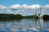 The White orthodox church on Volga — Stock Photo
