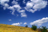 Hillside and sky with clouds — Stock Photo
