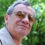 Senior man buiten portret — Stockfoto