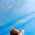 Child flying a kite — Stock Photo