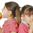 Two girls eating apples — Stock Photo