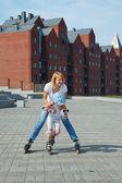 Family fun rollerblading — Stock Photo
