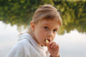 Child eating outdoor — Stock Photo