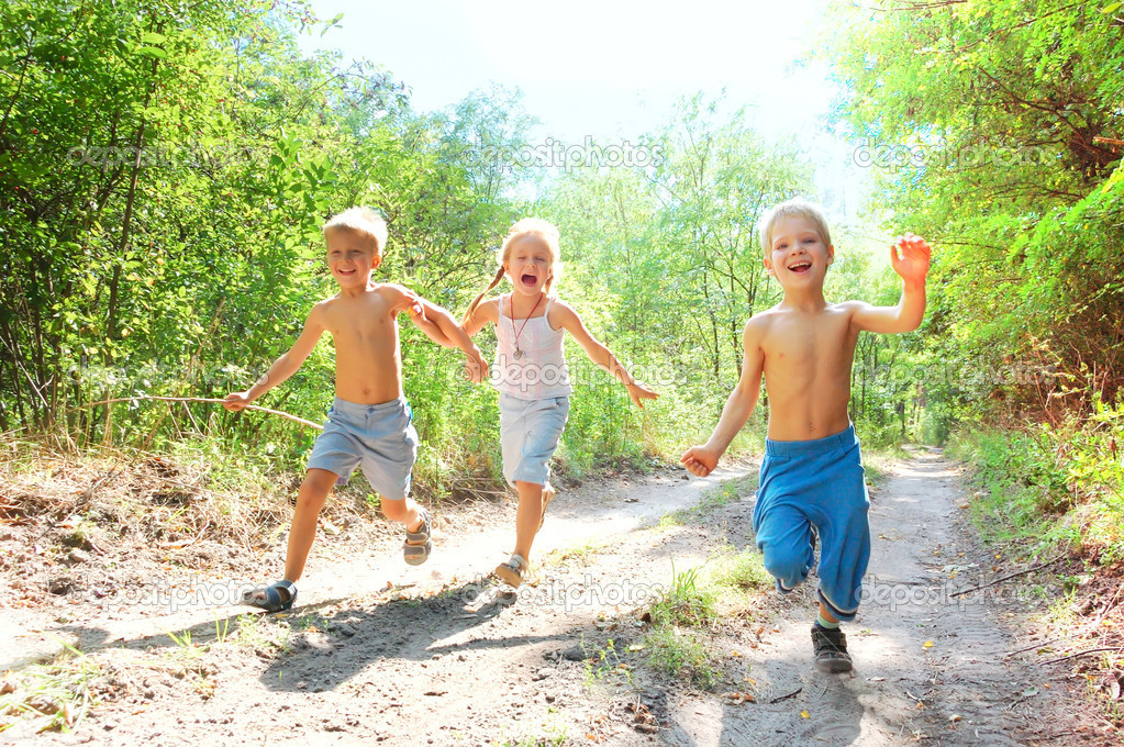 Group of 5-6 year old happy kids running in the woods  — Stock Photo #1006165