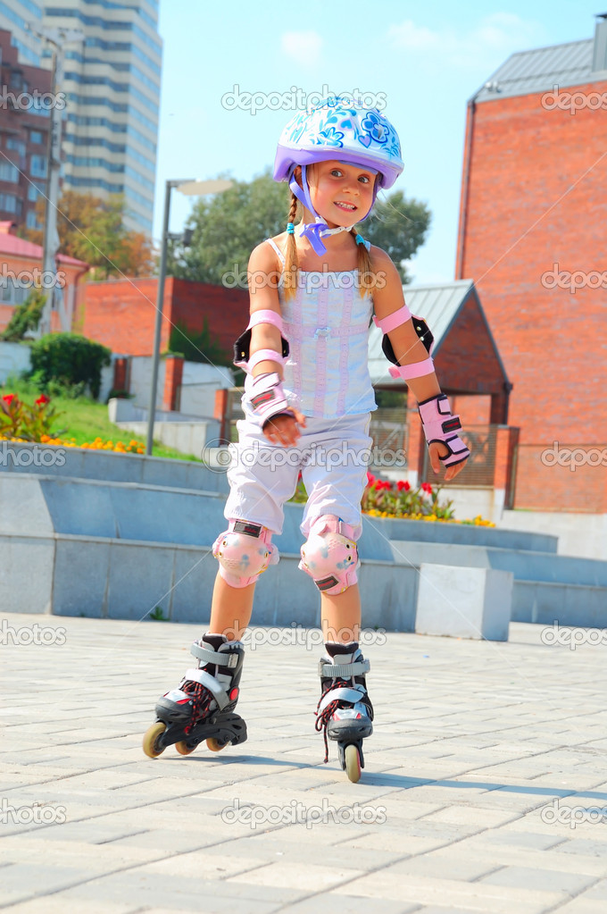 smiling 5 year old girl speedy going on her in-line skates  — Stock Photo #1006171