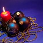Kerstmis achtergrond met kaars en dec — Stockfoto