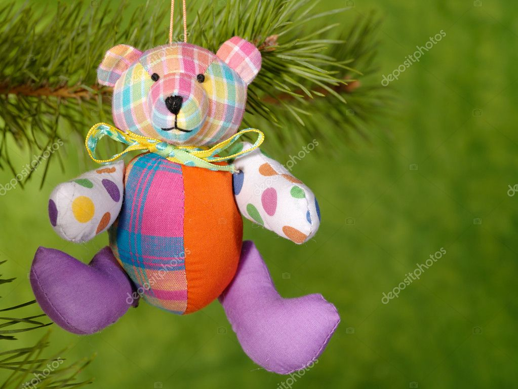 Xmas handmaded teddybear on the green background. — Foto Stock #1015915