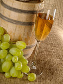 Old wine still-life with grape and wine — Stock Photo