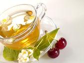 Breakfast still-life. green tea with che — Stock Photo