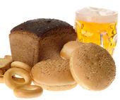 Läckra bröd rusk och bröd ring på w — Stockfoto