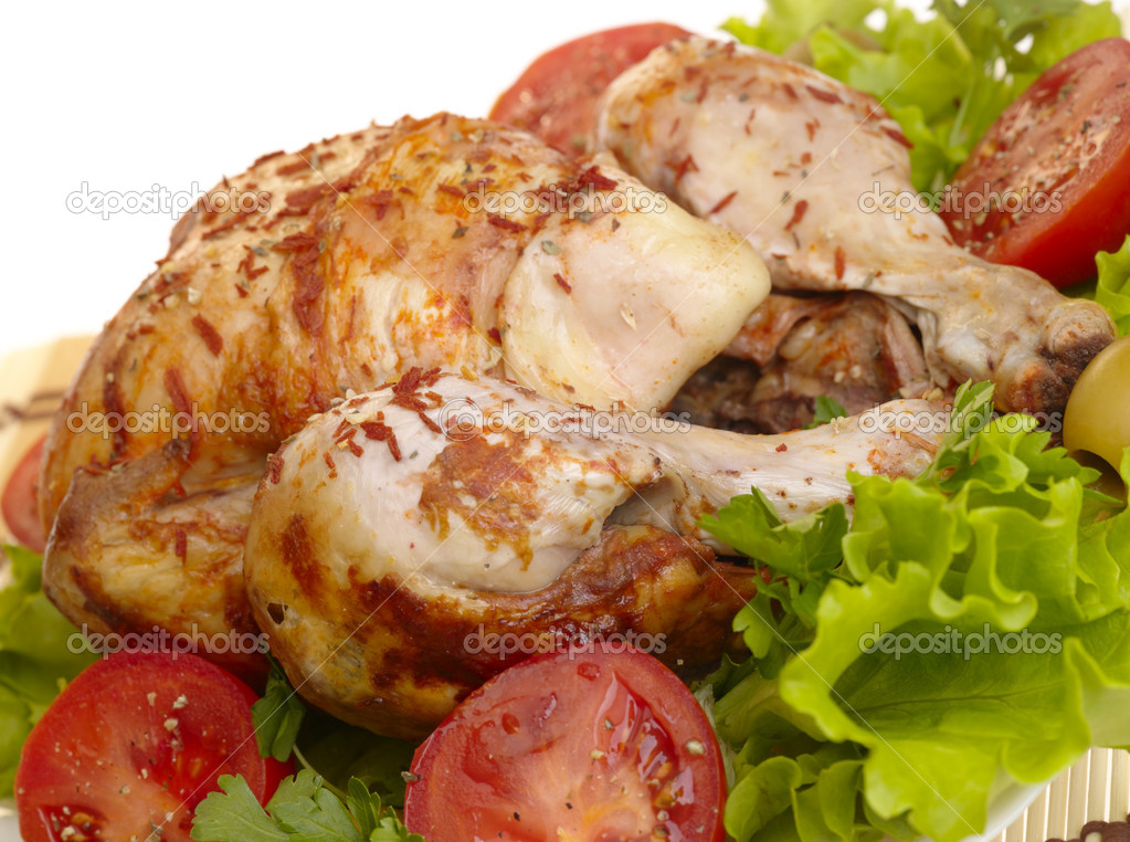 Grilled chicken whole with vegetables on salad leafs — Stock Photo #1196554