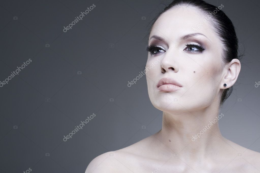 Adult pretty woman stylish portrait. Skin texture saved — Stock Photo #2570578