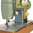 Old electrical sewing machine isolated — Stock Photo