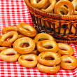 Foto Stock: Basket with bread ring