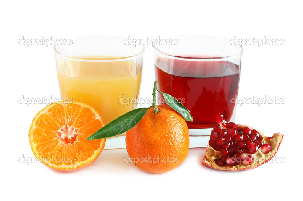 Pomegranate and tangerines juice on white background — Stock Photo #1908593