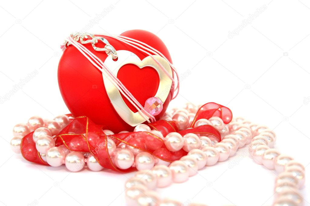 Valentine hearts,red ribbon,pink pearls on white background. — Stock Photo #1581940