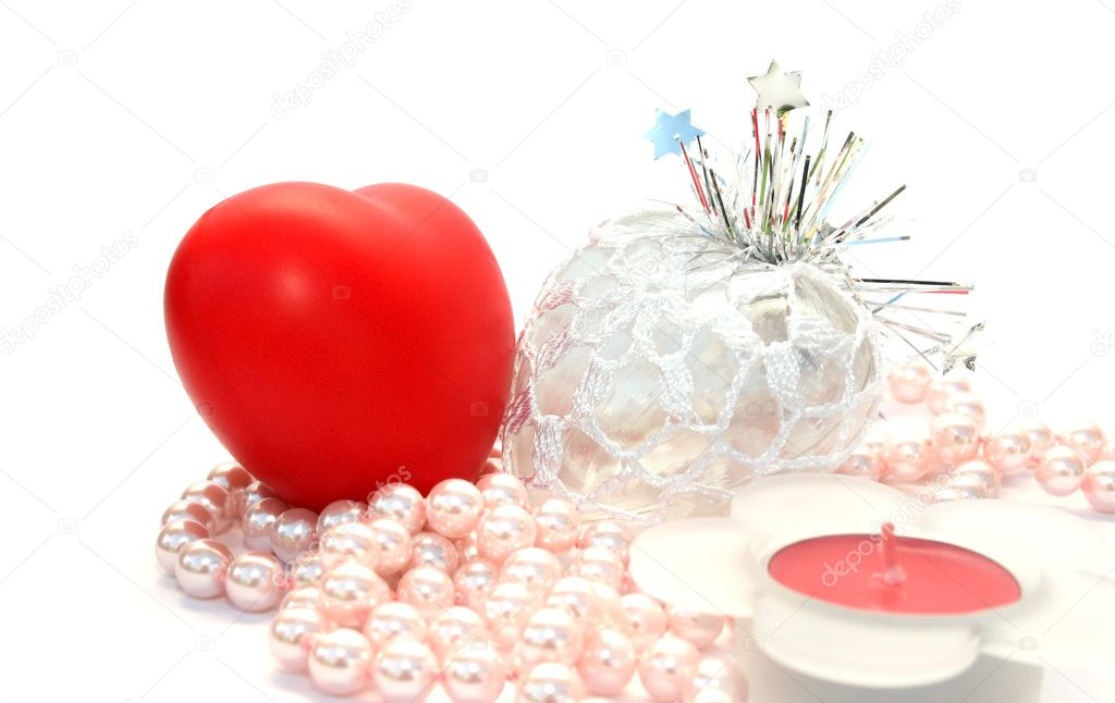 Valentine hearts,candle,,pink pearls on white background. — Stock Photo #1581945