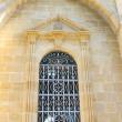 老教堂的窗户 — 图库照片