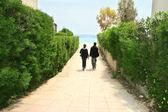 Teens going to the sea — Stock Photo