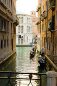 типичный канал в венеции, италия — Стоковое фото