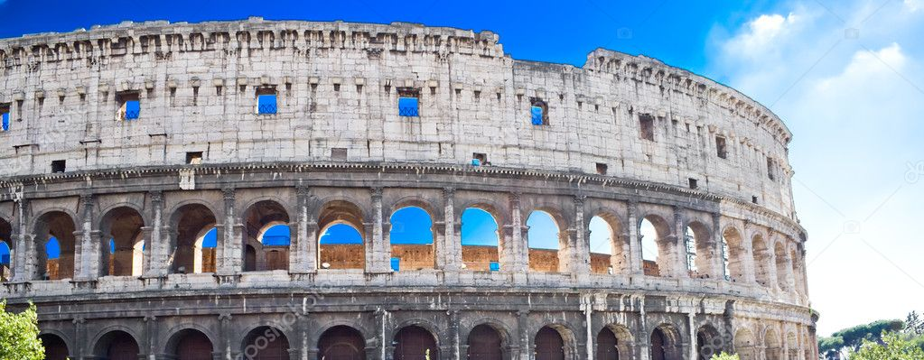 Panoramic view of famous ancient Colosseum in Rome — Stock Photo #1007725