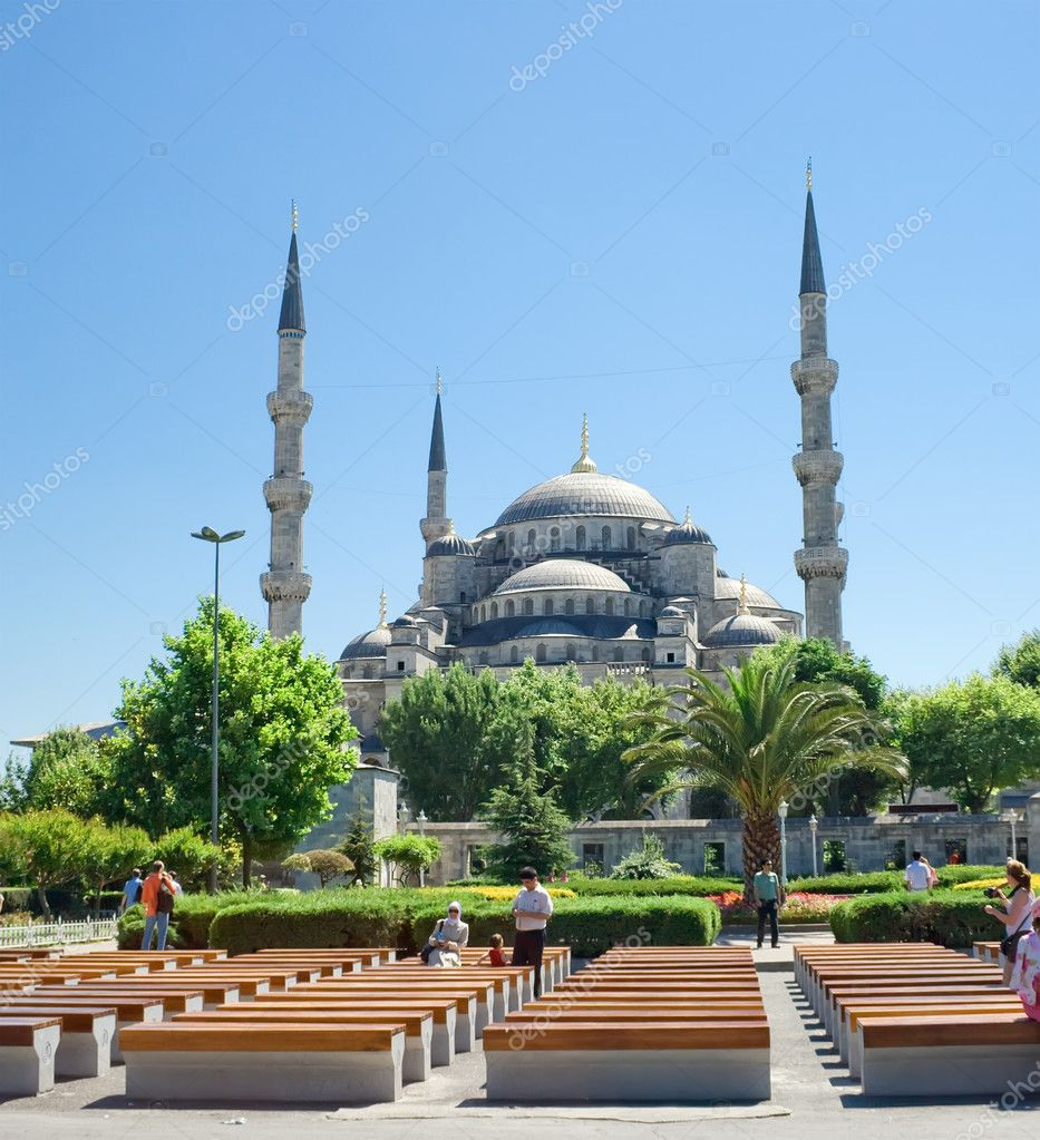 Famous Sultan Ahmed Mosque in Istanbul, Turkey — Stock Photo #1009323