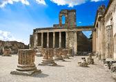 римские руины после извержения вулкана везувий, в помпеи, италия — Стоковое фото
