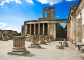 Roman ruins after the eruption of Vesuvius in Pompeii, Italy — Stock Photo