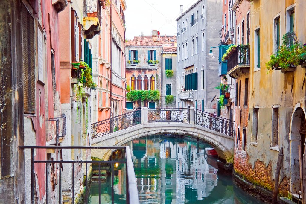 A canal and old white bridge in Venice, Italy — Stock Photo #1013938