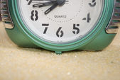 Clock on the sand — Stock Photo