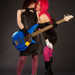 Two rock girls kissing — Stockfoto