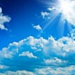 Beautyful cloudy blue sky with sun — Stock Photo