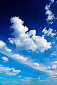Beautiful blue sky with cumulus clouds — Stock Photo