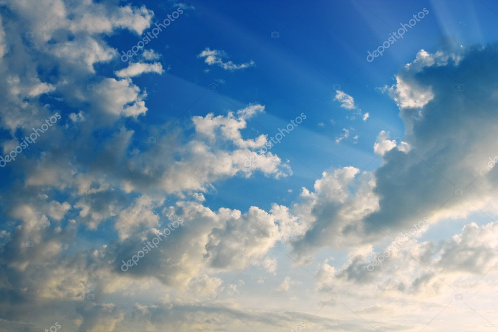 Beams of solar on cloudy a decline the sky — Foto Stock #1034243