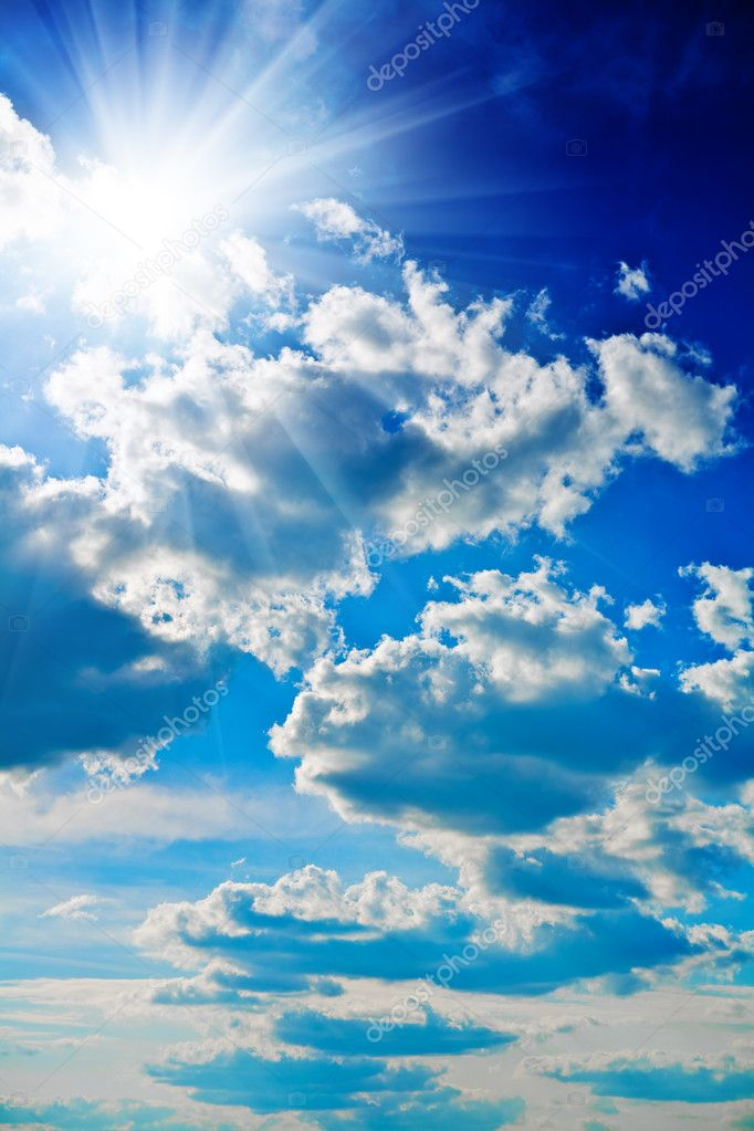 Blue sky with sun closely — Foto de Stock   #1035453