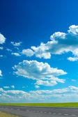 道路と曇り空 — ストック写真