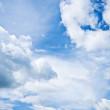 blå himmel och vita moln — Stockfoto