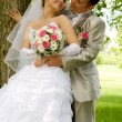 The groom and the bride in park — Stock Photo