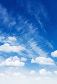Cumulus and cirrus clouds on a blue sky — Stock Photo