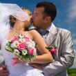 Wedding couple kisses — Stock Photo