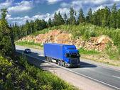 синий грузовик — Стоковое фото
