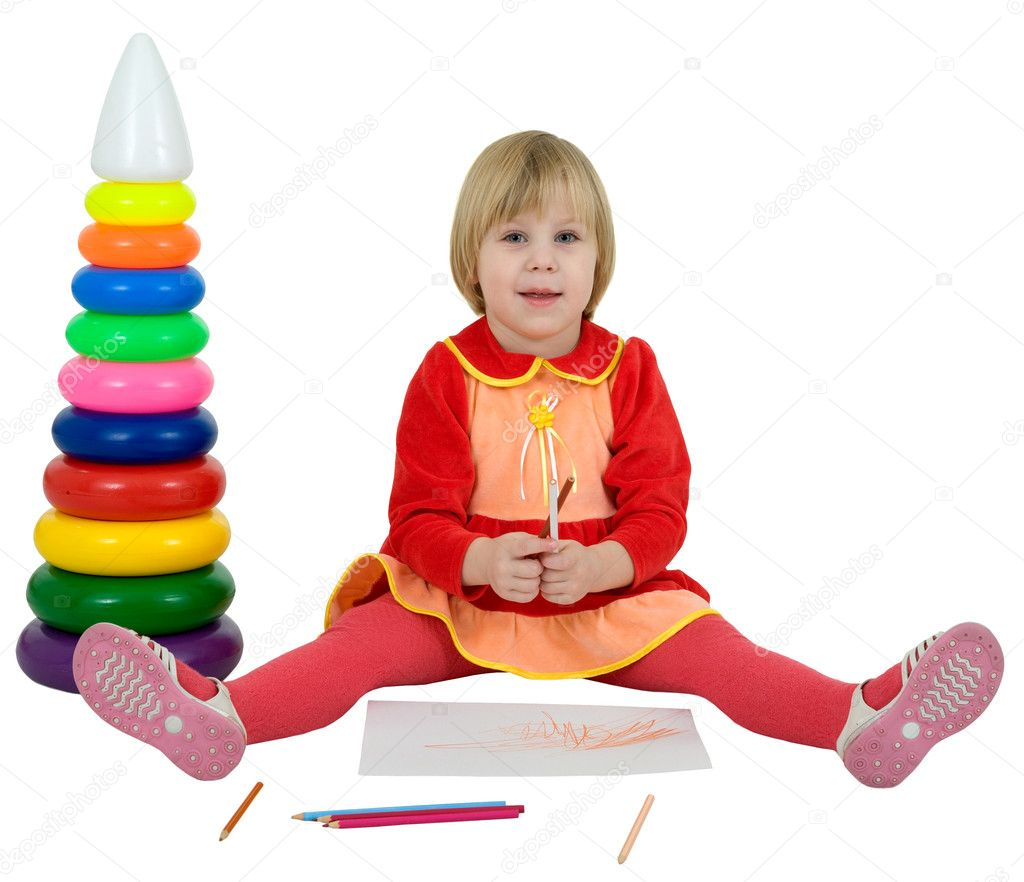 Little girl and toy pyramid and crayons on white — Stock Photo #1019884