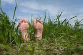 Barefooted foot in grass — Stock Photo
